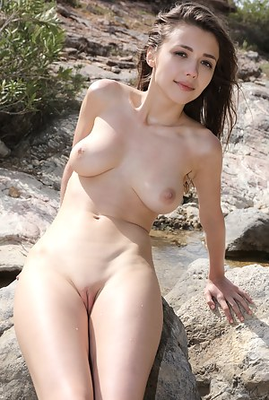 Nude Girls Shaved Pussy Porn Pictures