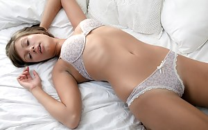 Nude Girls Sleeping Porn Pictures